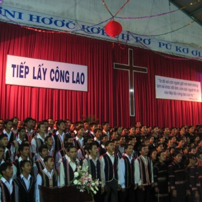 In 2008 IGE Founder Robert Seiple and an IGE delegation visited Gia Lai province Evangelical churches to celebrate the 65th anniversary of Protestant faith in the Central Highlands region.